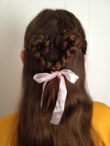 簡単ハートヘアをセルフでつくる方法